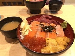 豊洲で海鮮丼の写真・画像素材[2266267]