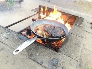 肉の塊の豪快焼きの写真・画像素材[2266965]