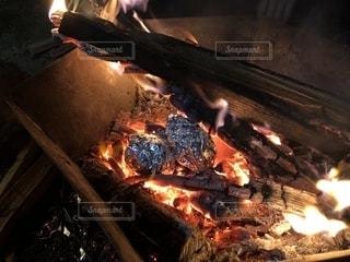 キャンプで焼き芋!の写真・画像素材[2277100]