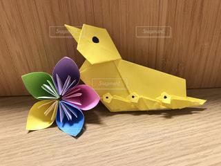 折り紙の鴨とお花の写真・画像素材[2833069]