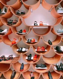 スペインの人気靴ブランドでのお買い物。カンペール。の写真・画像素材[2255697]