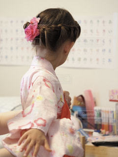 子供の浴衣の着付けの写真・画像素材[2268649]