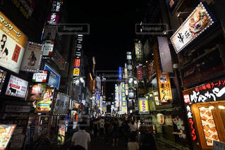 夜の街並み 新宿 歌舞伎町の写真・画像素材[2256977]
