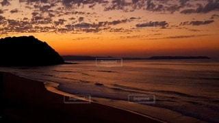 夕暮れの海の写真・画像素材[2258334]