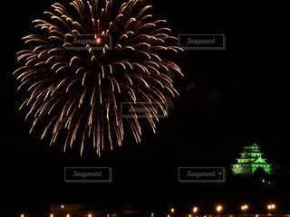 お城と花火の写真・画像素材[2258535]