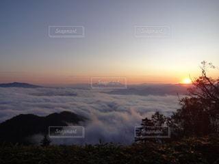 津別峠から見た屈斜路湖を覆う雲海の写真・画像素材[2272250]