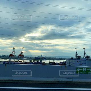 水中の大きな船の写真・画像素材[2262450]