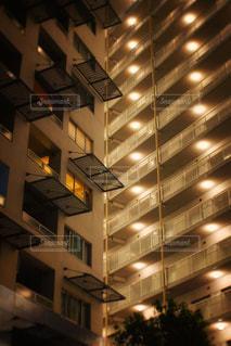 建物は夜ライトアップの写真・画像素材[726888]