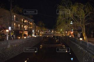 夜の街の眺めの写真・画像素材[2265468]