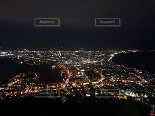 夜の街の眺めの写真・画像素材[2270552]