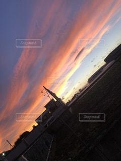 日没時の街の眺めの写真・画像素材[2334543]