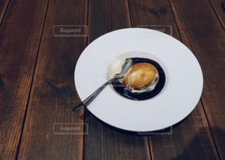 木製のテーブルの上のアフガードの写真・画像素材[2267567]