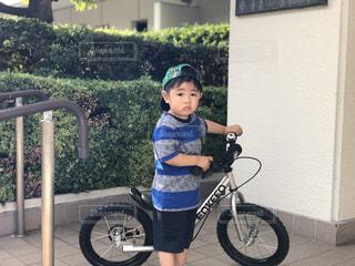 初めての自転車(ストライダー)だよ!の写真・画像素材[2269656]