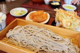 美味しいお蕎麦とお稲荷さんの写真・画像素材[4206516]
