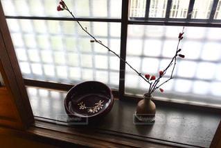 京の町家 窓辺の花瓶の写真・画像素材[2285662]