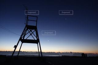 夜明け前の砂浜の写真・画像素材[2285663]
