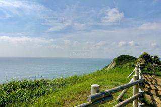 崖の上の岬からの風景の写真・画像素材[2285761]