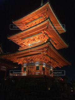 夜に塔が点灯するの写真・画像素材[2271750]