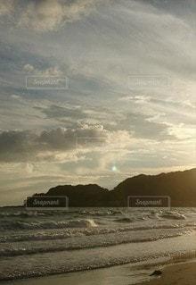 海岸の雲の群れの写真・画像素材[2441394]