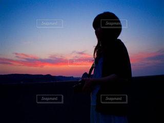 夕陽を背に浴びての写真・画像素材[2294150]