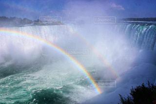 ナイアガラの滝とダブルレインボーの写真・画像素材[2283149]