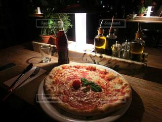 ピザとコーラの写真・画像素材[2280740]