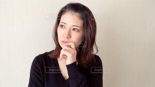 考える女性の写真・画像素材[2967856]