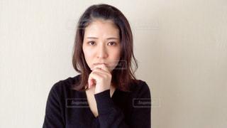考える女性の写真・画像素材[2967857]