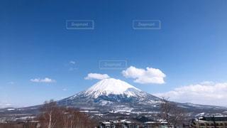 雪に覆われた北海道の山の写真・画像素材[3037963]
