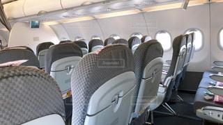 乗客の少ない飛行機の写真・画像素材[3037964]