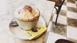 テーブルの上のコーヒーの写真・画像素材[3071210]