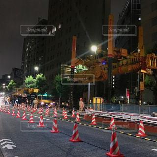 夜間の工事現場の写真・画像素材[2288246]