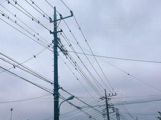 曇り空と電柱の写真・画像素材[2290366]