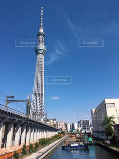 東京スカイツリーと小船の写真・画像素材[2291847]