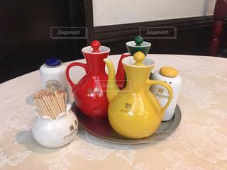 中華料理店の調味料セットの写真・画像素材[2304003]