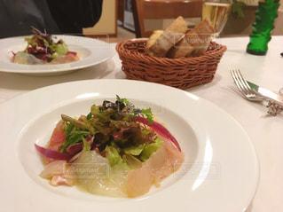 鮮魚のサラダの写真・画像素材[3068187]
