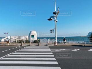 海の前の横断歩道の写真・画像素材[3102502]