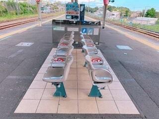 駅のホームのベンチの写真・画像素材[4071617]