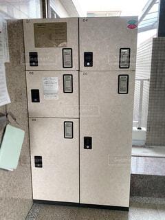 マンションのエントランスにある宅配ボックスの写真・画像素材[4284032]