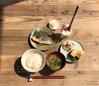 焼き魚定食の写真・画像素材[2329943]