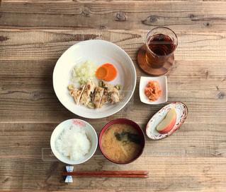 鶏肉の香草焼き定食の写真・画像素材[2483910]