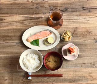鮭の塩焼き定食の写真・画像素材[2592440]