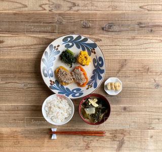 カラーピーマンの肉詰め定食の写真・画像素材[3115236]
