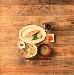 鮭の塩焼き定食の写真・画像素材[4239895]