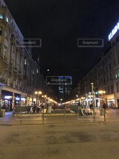 夜の街通りの写真・画像素材[2874162]