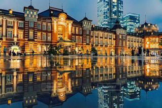 東京駅のリフレクションの写真・画像素材[2290272]