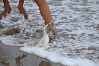 浜辺で遊ぶ子供の写真・画像素材[2337312]