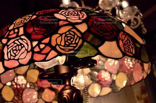 薔薇のステンドグラスの写真・画像素材[2298514]