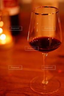 ワイングラスのクローズアップの写真・画像素材[2296974]