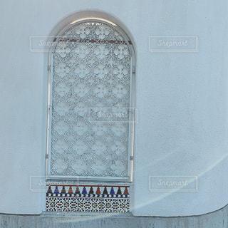 白い壁のくり抜きの写真・画像素材[2298372]